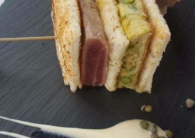 Club Sandwich di tonno e asparagi verdi