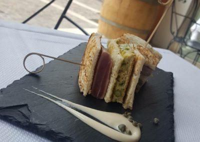 Club Sandwich di Tonno Rosso e Asparagi Verdi